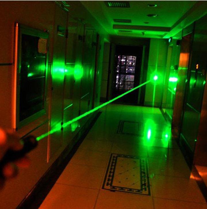 1000mW 超高出力レーザーポインター