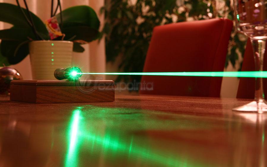 レーザーポインター 超高出力