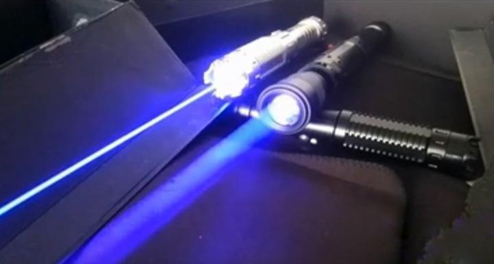 レーザー光線が約16000m