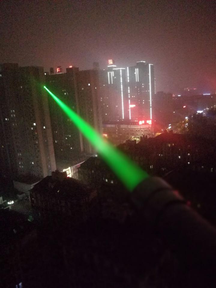 超超高出力青色光/緑色光レーザー