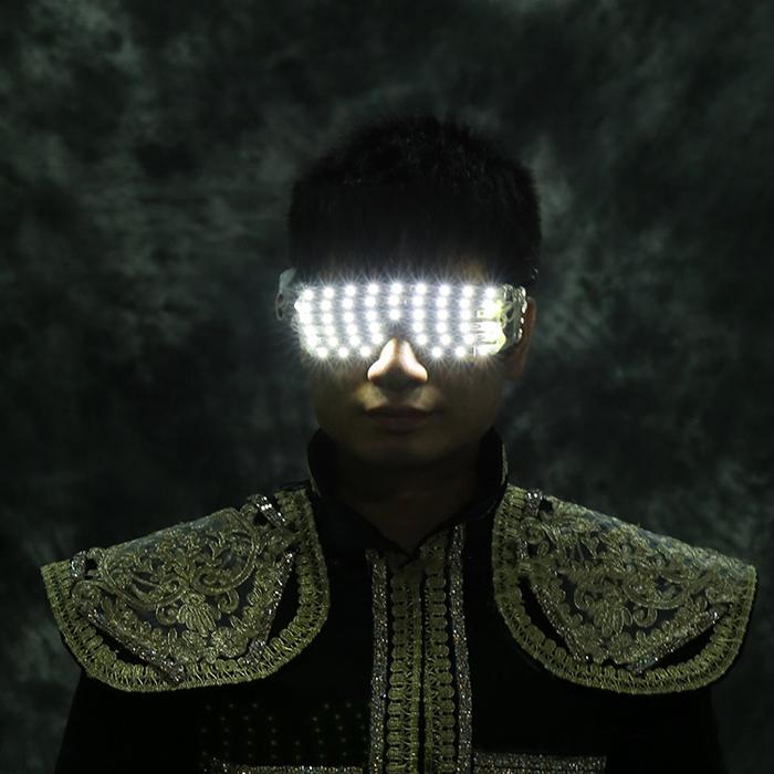 LED発光メガネ白い光充電してピカピカする型