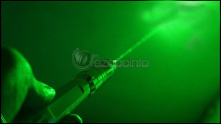 レーザー懐中電灯