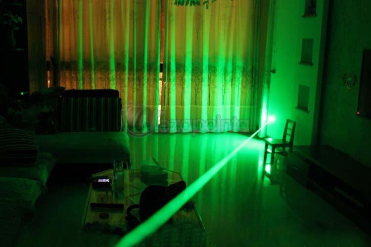 最強力緑レーザーポインター
