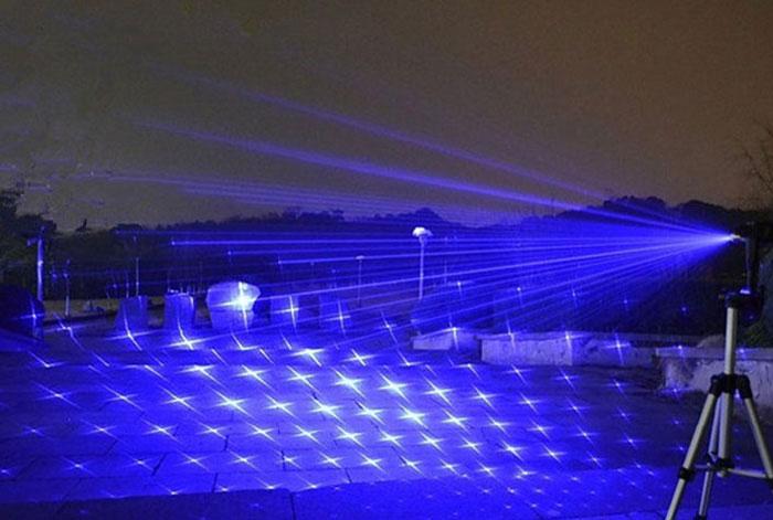 世界一のレーザー30000mw